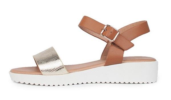 Zurück in Mode sind auch Sandalen