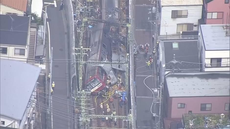 Video: Dutzende Verletzte bei Zugunglück in Japan