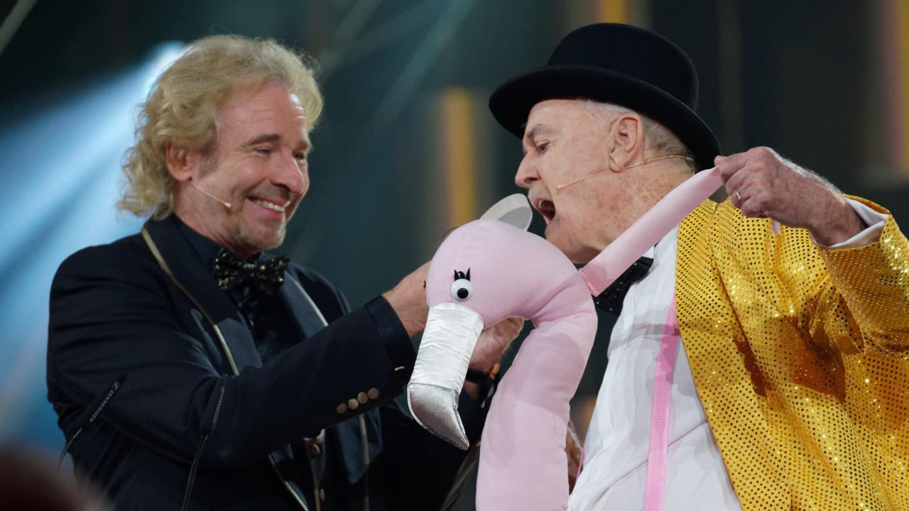 """Thomas Gottschalk überreichte Comedy-Legende John Cleese den Award für das """"Lebenswerk International"""""""