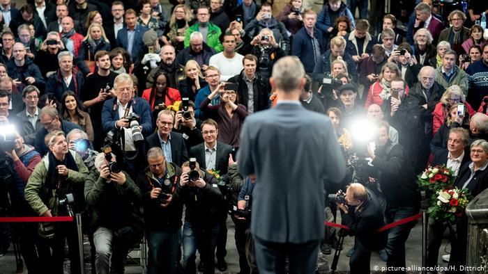 Hannover - Belit Onay, Sieger der Oberbürgermeisterwahl (picture-alliance/dpa/H. Dittrich)
