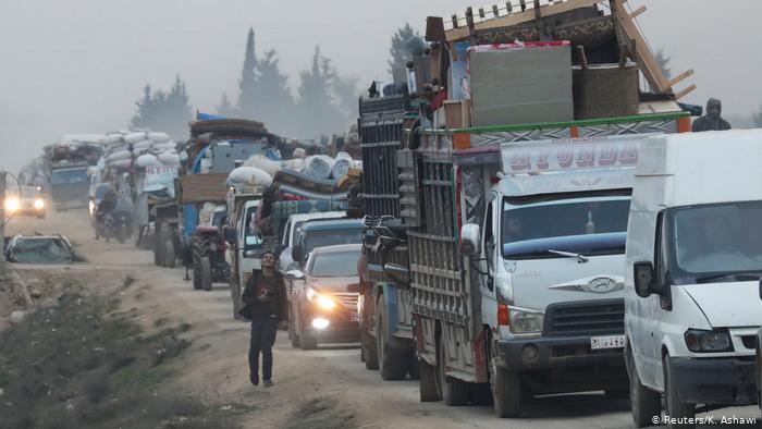 Syrien   Menschen fliehen aus Idlib (Reuters/K. Ashawi)