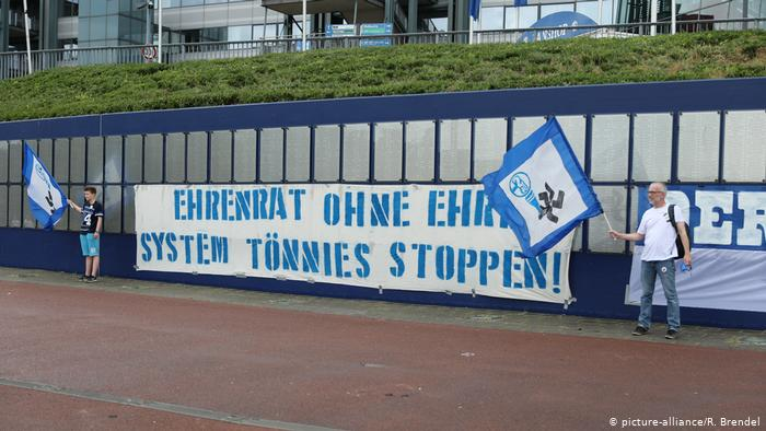 FC Schalke I Verein I Protest (picture-alliance/R. Brendel)