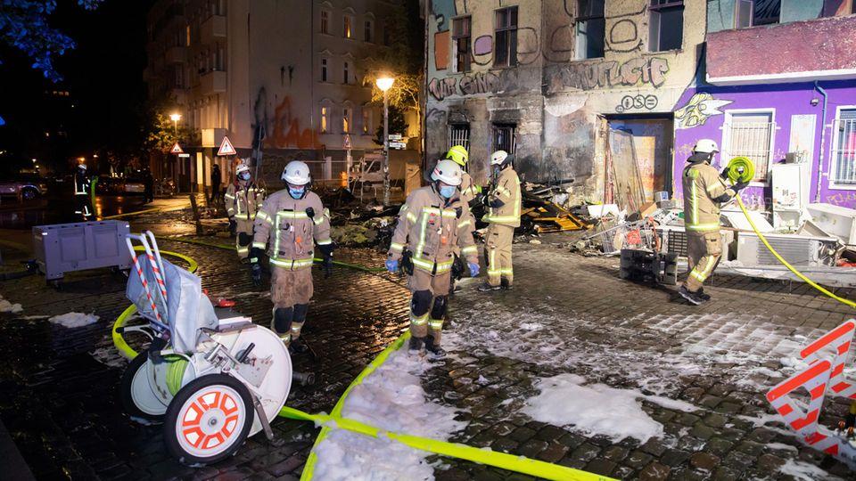 """Nachrichten aus Deutschland – Feuer beim Haus """"Liebig 34"""" in Berlin"""
