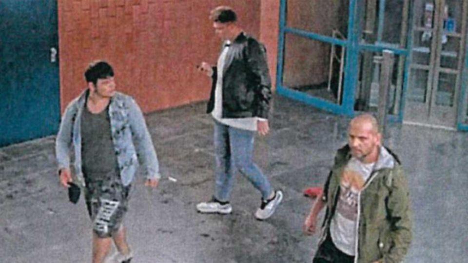 Mit diesem Foto sucht die Polizei nach den Schlägern