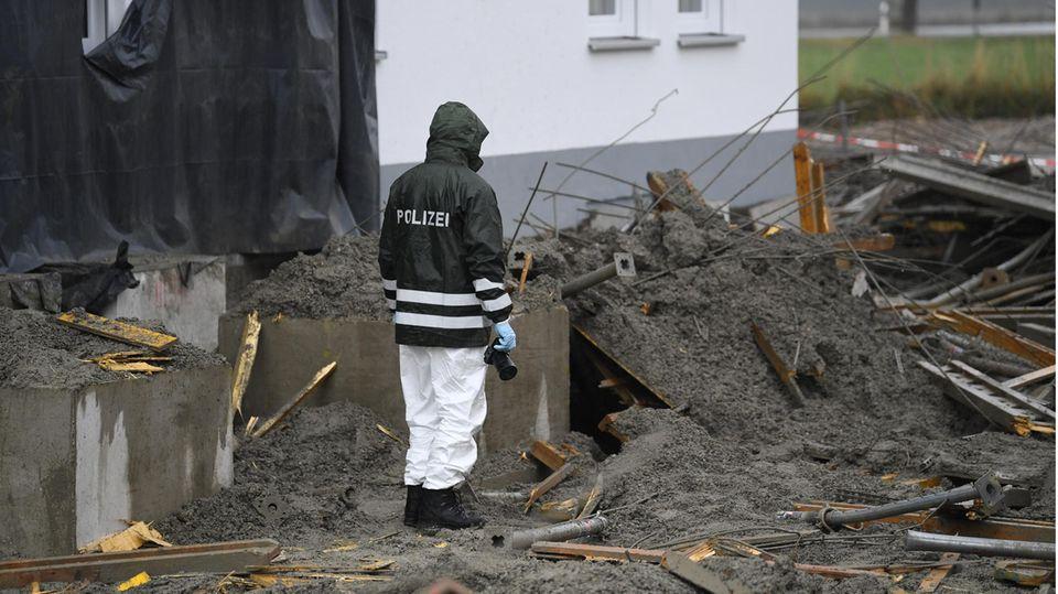 Nachrichten aus Deutschland: Ermittler inspiziert mit Kamera die Unglücksstelle