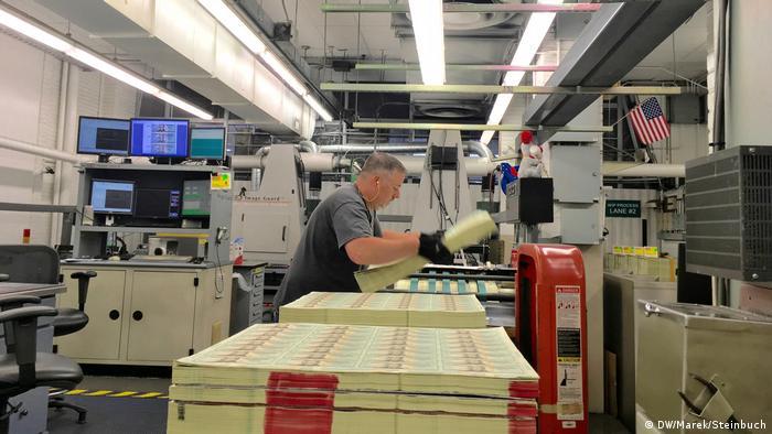 Druck von Dollarnoten in der US-Bundesdruckerei