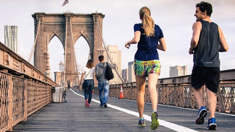 Sportschuhe zum Laufen für Frauen und Männer