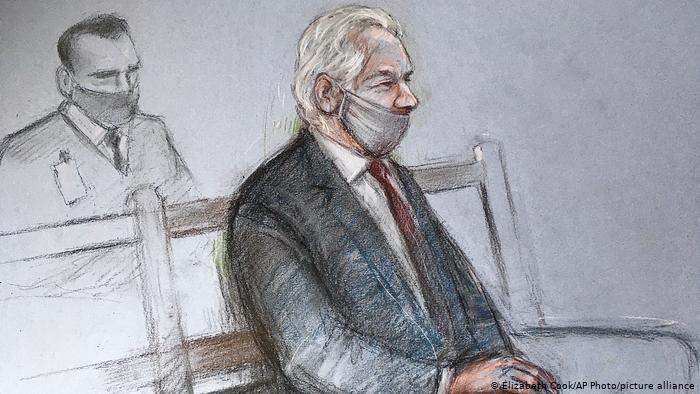 UK Assange-Prozess | Skizzevon Julian Assange auf einer Bank im Gerichtssaal
