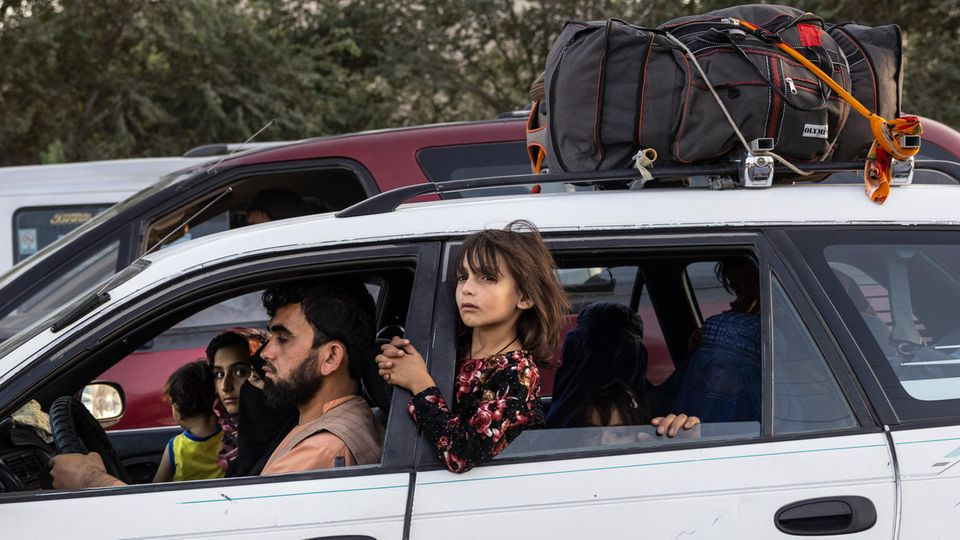 Eine Familie flüchtet nach Kabul aus den nördlichen Provinzen