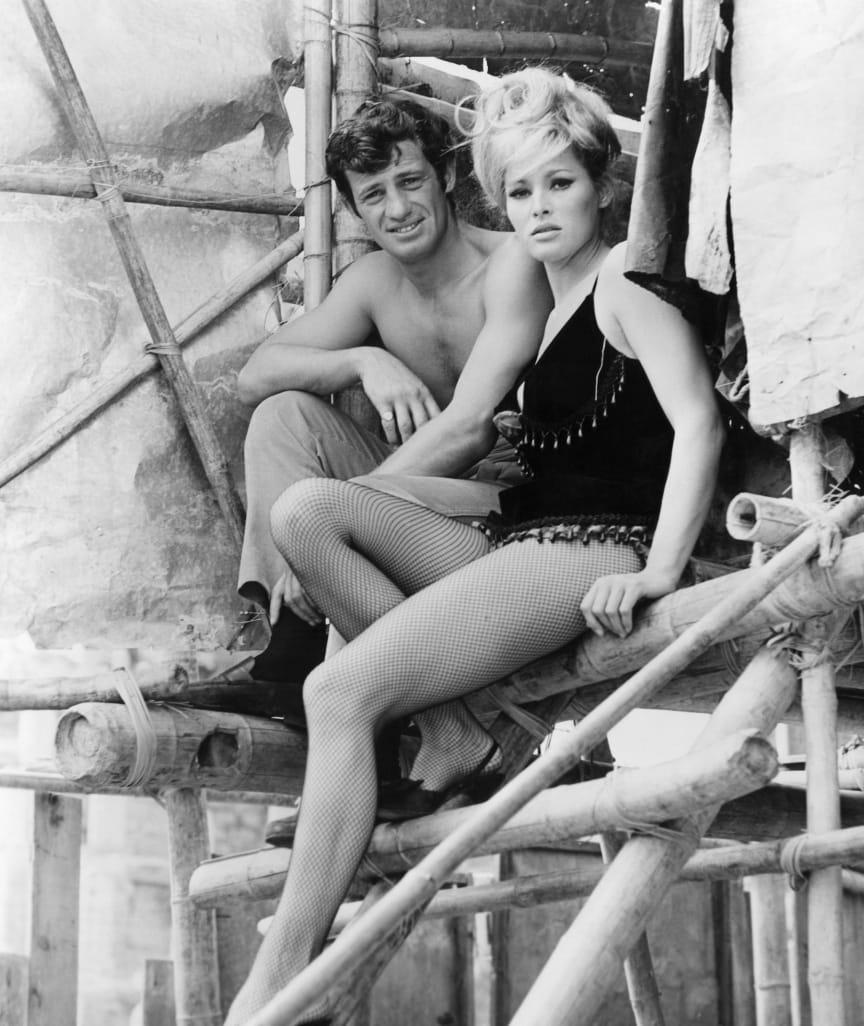 """1965: Hier funkte es zwischen Bond-Girl Ursula Andress (heute 85) und Belmondo! Nach dem gemeinsamen Film """"Die tollen Abenteuer des Monsieur L."""" blieben beide bis Mitte der 70er ein Paar"""